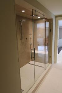 Shower 20