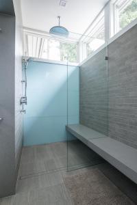 Shower 23